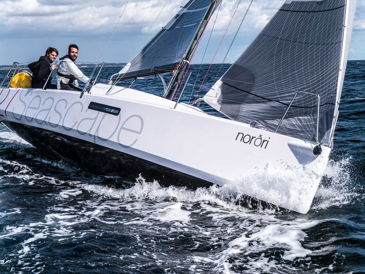 Upwind with Seascape 27
